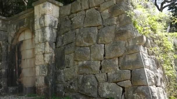 Antiche mura nei Balcani. La texture della pietra