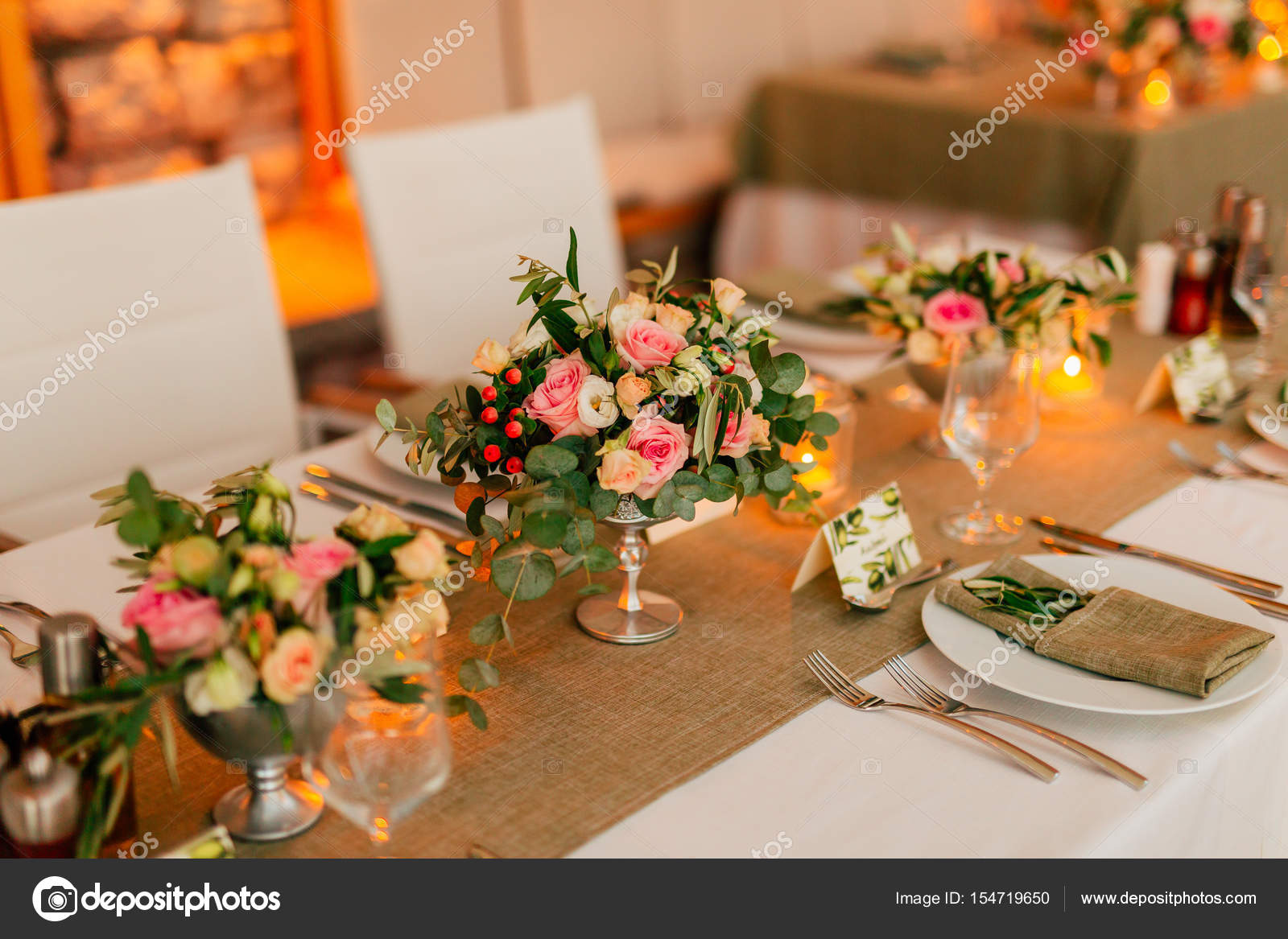 Flower compositions on the wedding table in rustic style wedding flower compositions on the wedding table in rustic style wedding decorations with their own hands junglespirit Image collections