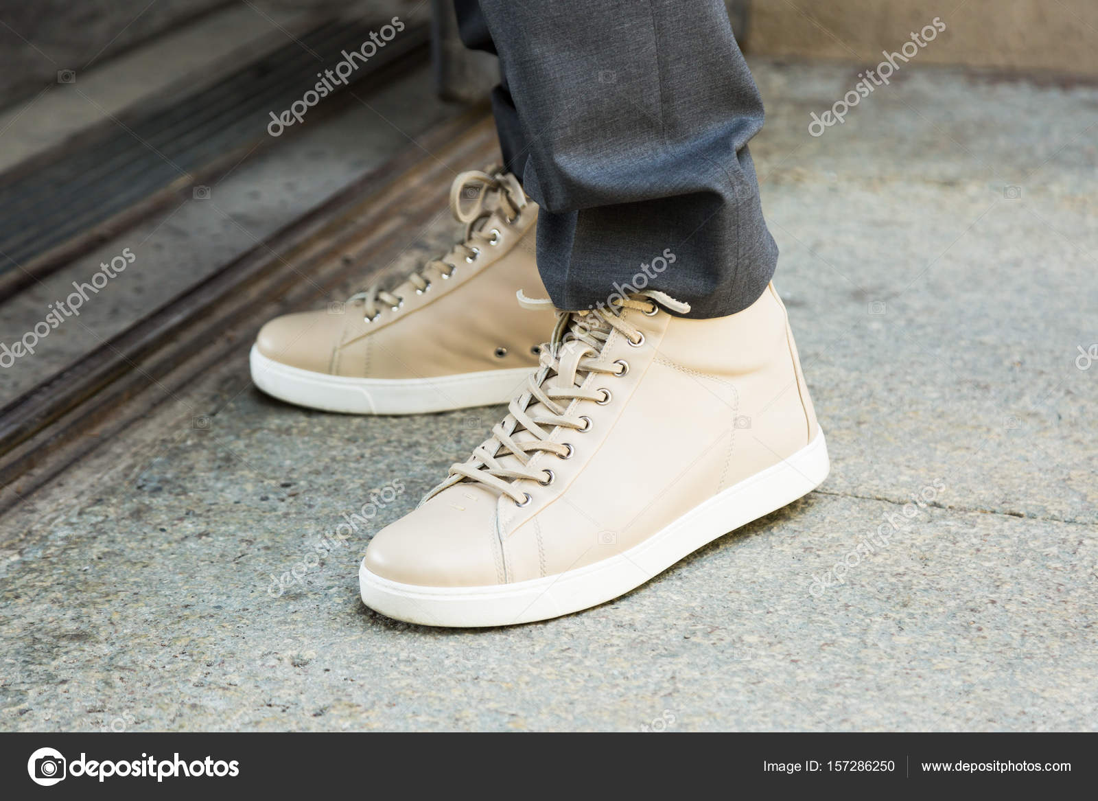 1ab370f75810 Λεπτομέρεια του παπούτσια κατά τη διάρκεια της εβδομάδας μόδας του ...