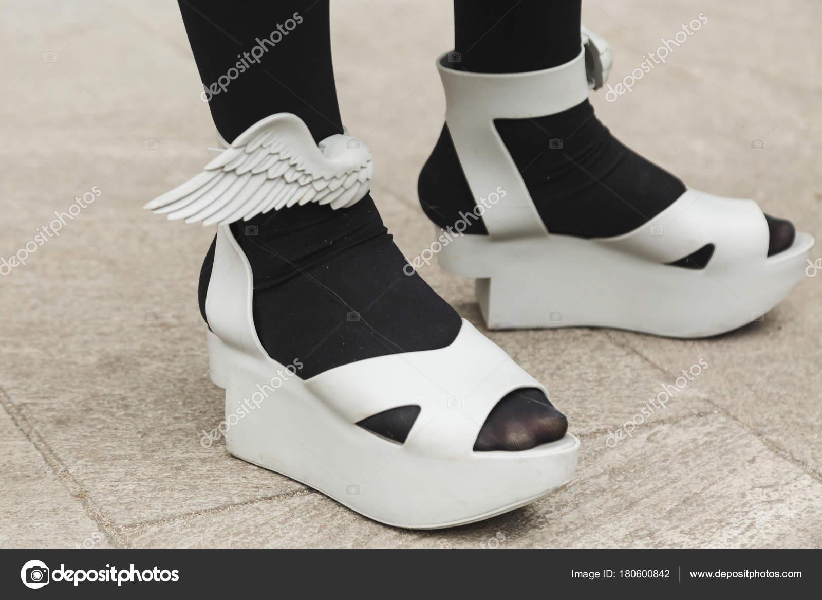 79251c2fcfaf7f Деталь взуття на чоловіків Мілан тиждень моди– Стокова редакційна фотографія