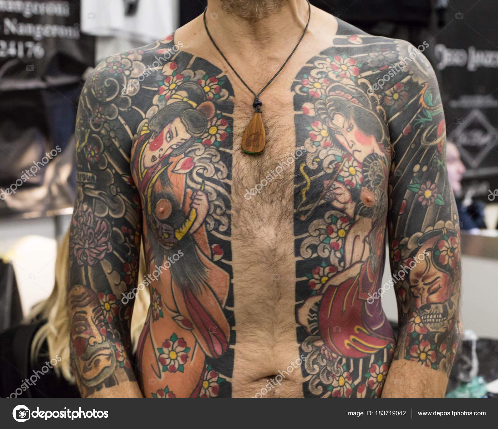 Man Tattoed Na Mediolan Tatuaż Konwencji 2018 Włochy