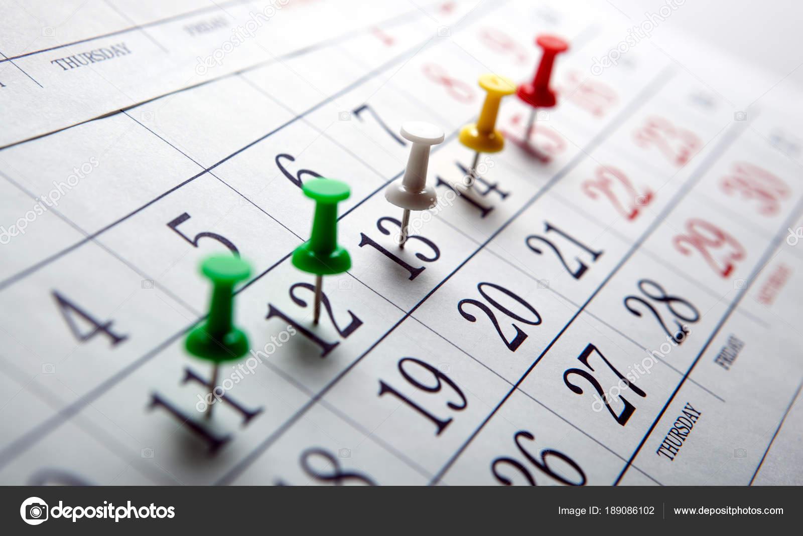Calendario Da Parete Grande.Calendario Da Parete Grande Con Aghi Colorati Foto Stock