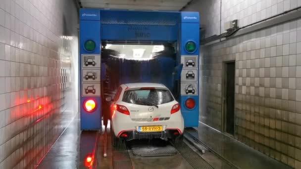 Moderní myčka aut, Automatický systém pro praní, čištění a sušení, Bosschenhoofd, Nizozemsko, 25. listopadu 2019
