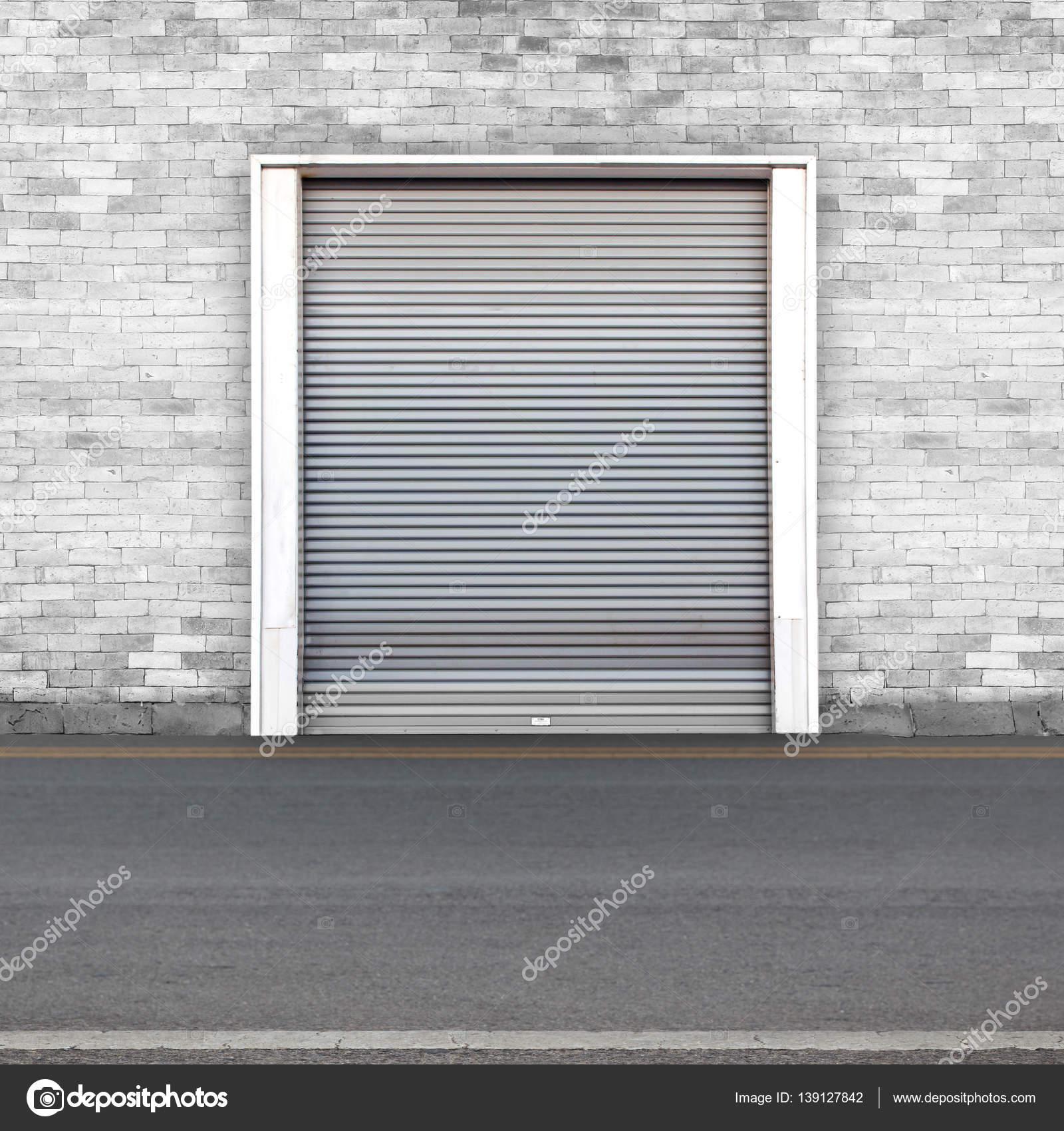 Rolo do obturador porta e concreto piso fora do edif cio - Piso porta 2000 ...