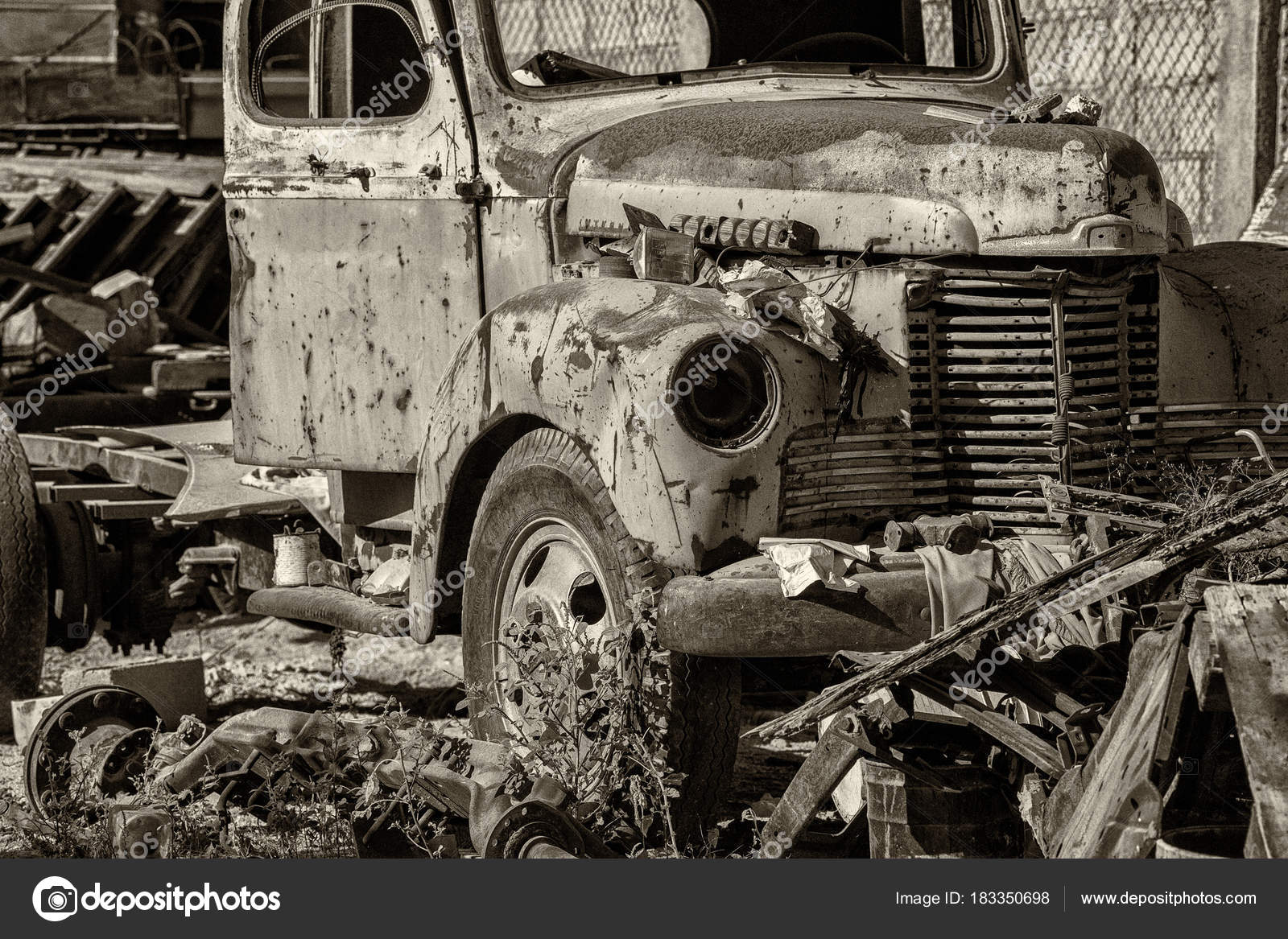 old abandoned rusted truck in b&w — Stock Photo © izanbar #183350698