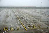 Letiště Paříž Paříž, Francie - 19. března 2018 - sněhová pokrývka
