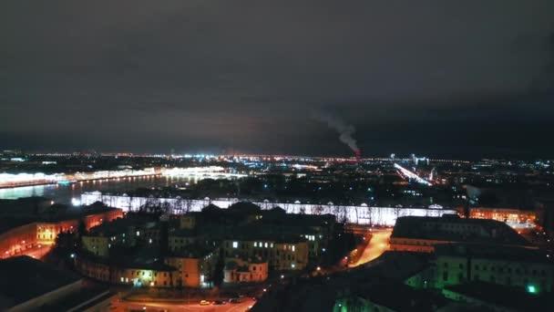 Letecký pohled na Petrohradskou burzu a Rostralské sloupy, Petrohrad, Rusko