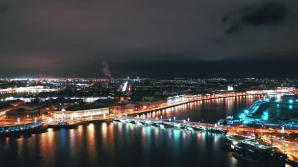 Letecký pohled na Palácový most, Petrohrad, Rusko