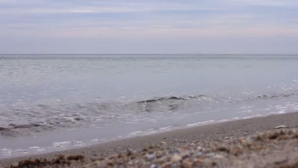Nyugodt tenger, a naplemente a nyári nap