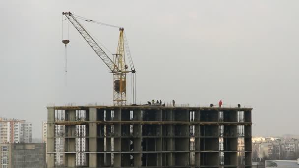 Výstavba výškové budovy, časová prodleva