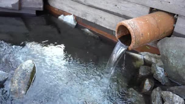 Természetes tiszta víz forrás. A legtisztább és legegészségesebb víz.