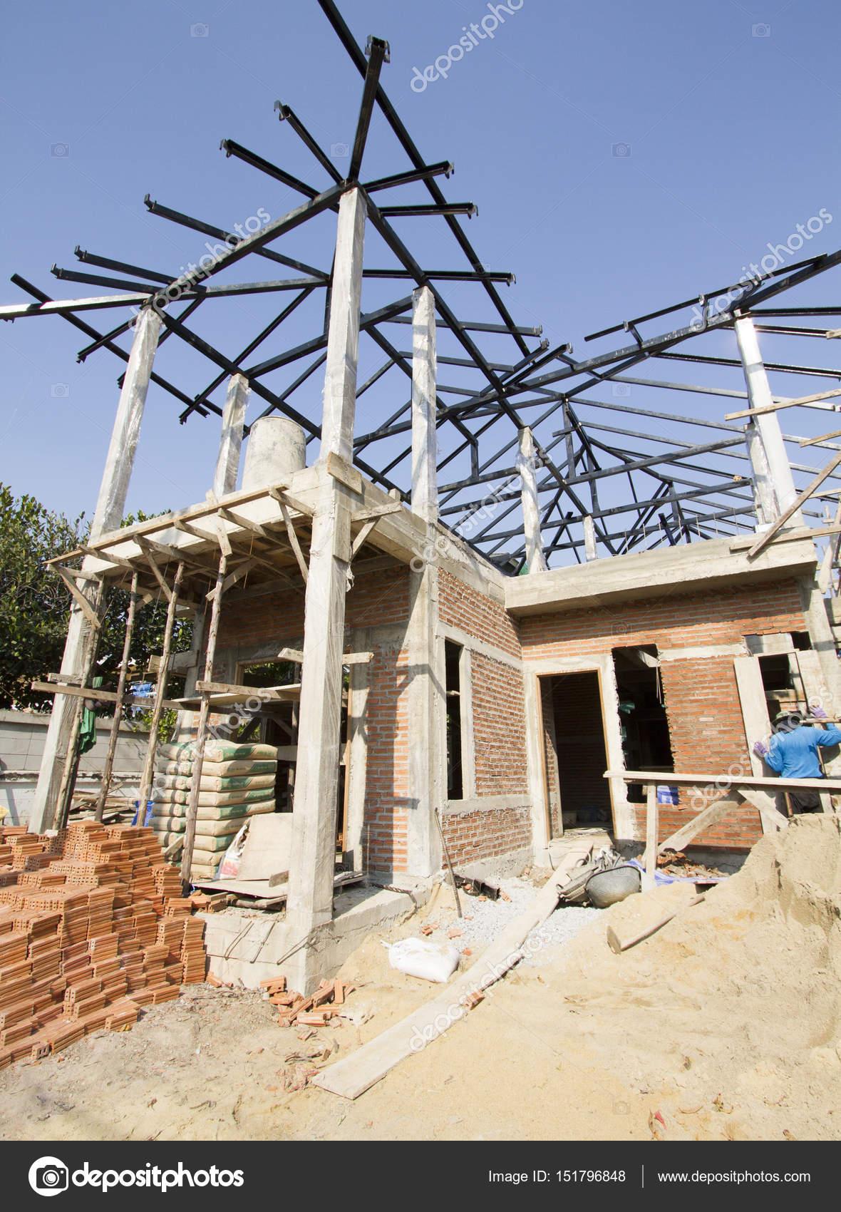 Estructura met lica de cubierta de debajo de casa de la construcci n fotos de stock drpnncpp - Estructura metalica cubierta ...