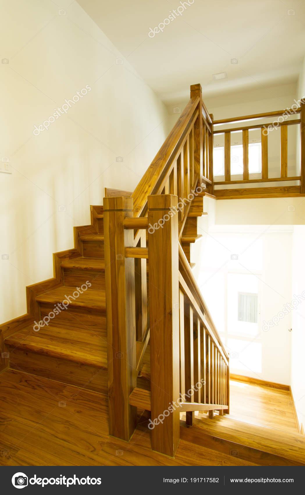Intérieur Maison Avec Escalier Bois Moderne — Photographie drpnncpp ...