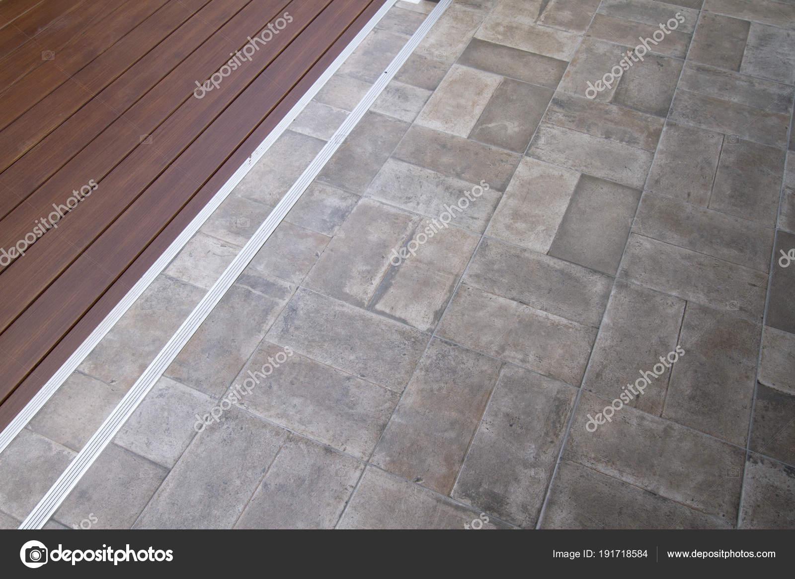 Reticolo del pavimento legno piastrelle u2014 foto stock © drpnncpp
