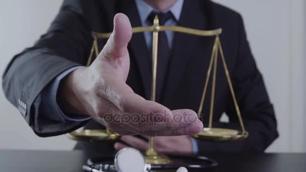Zdravotnické právo a spravedlnost koncepce. Právník a medicíny soudce. Zdravotní péče rovnováhu. Spory v medicíně. Soudní technologie zdravá zpomalené