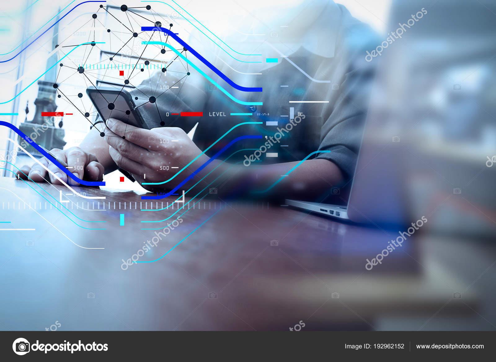Trabalho de mo designer e telefone inteligente e laptop na mesa de conceito de foco no alvo com diagramsigner digital mo trabalhando e inteligente telemvel e do laptop na mesa de madeira no escritrio com background de ccuart Gallery