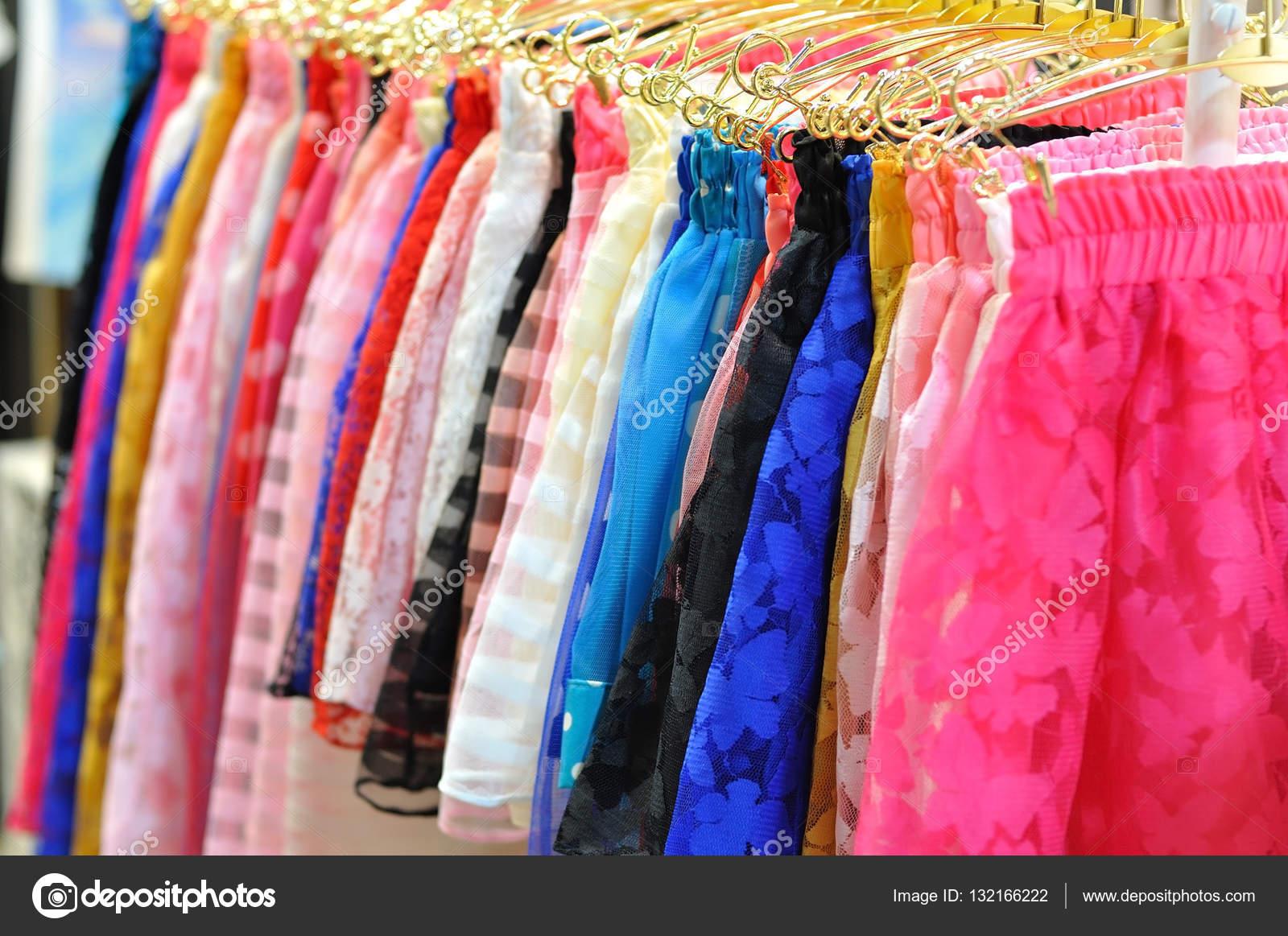 a61c7831645fa Mini faldas color colgante para la venta — Foto de stock © ekarina ...