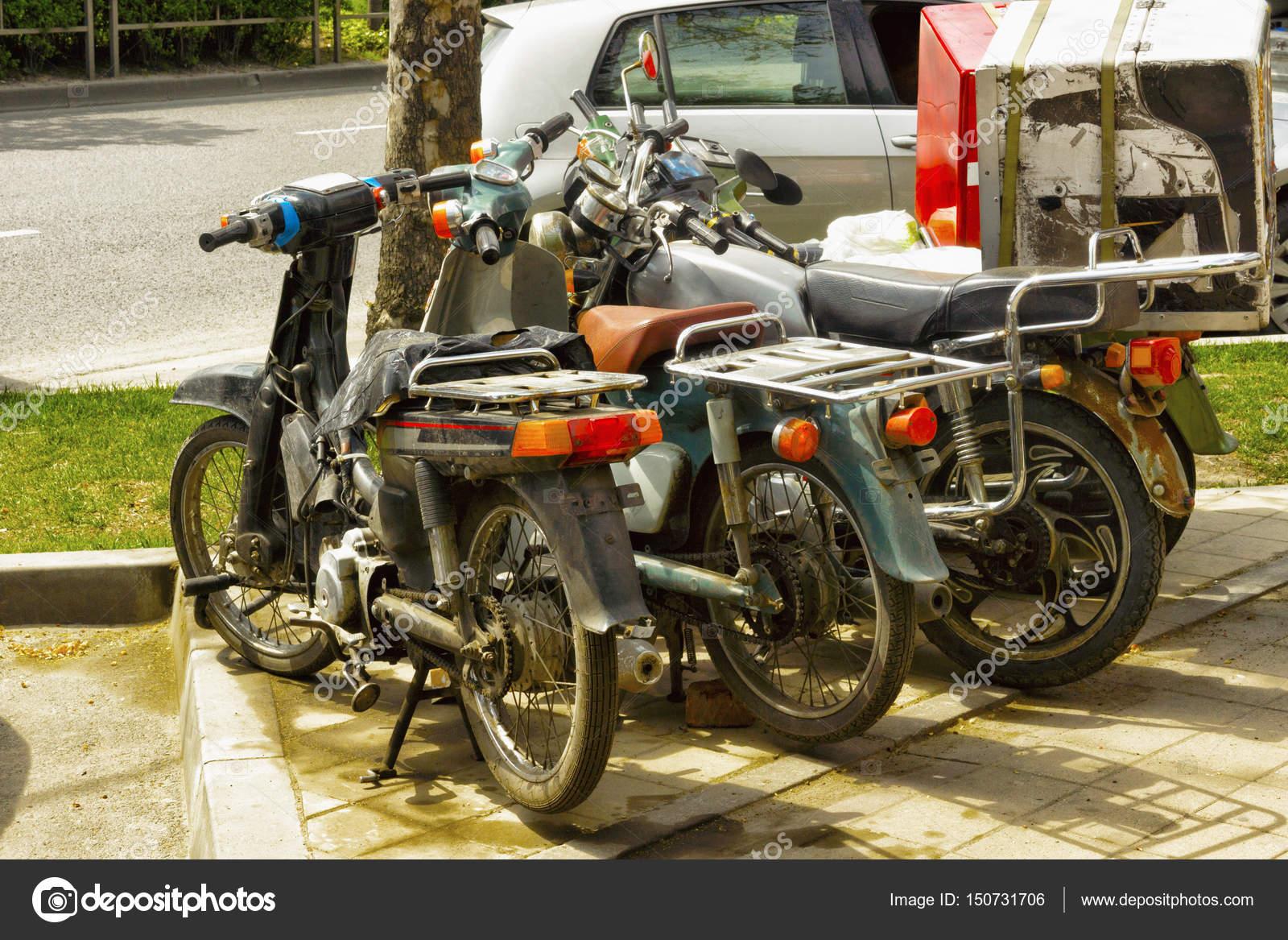 Mopeds Und Motorroller Geparkt Stockfoto Bodu10 150731706