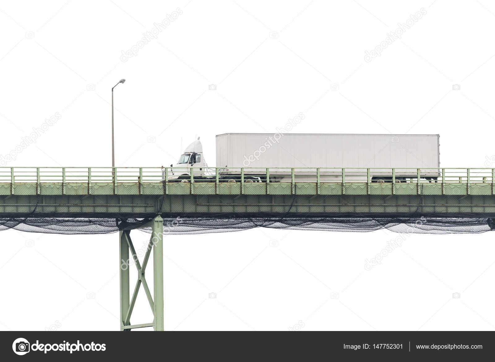 Weißen Sattelschlepper überqueren einer Brücke, Isolated on White ...