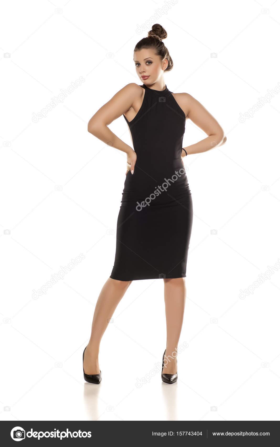 frau im schwarzen kleid — Stockfoto © VGeorgiev #157743404
