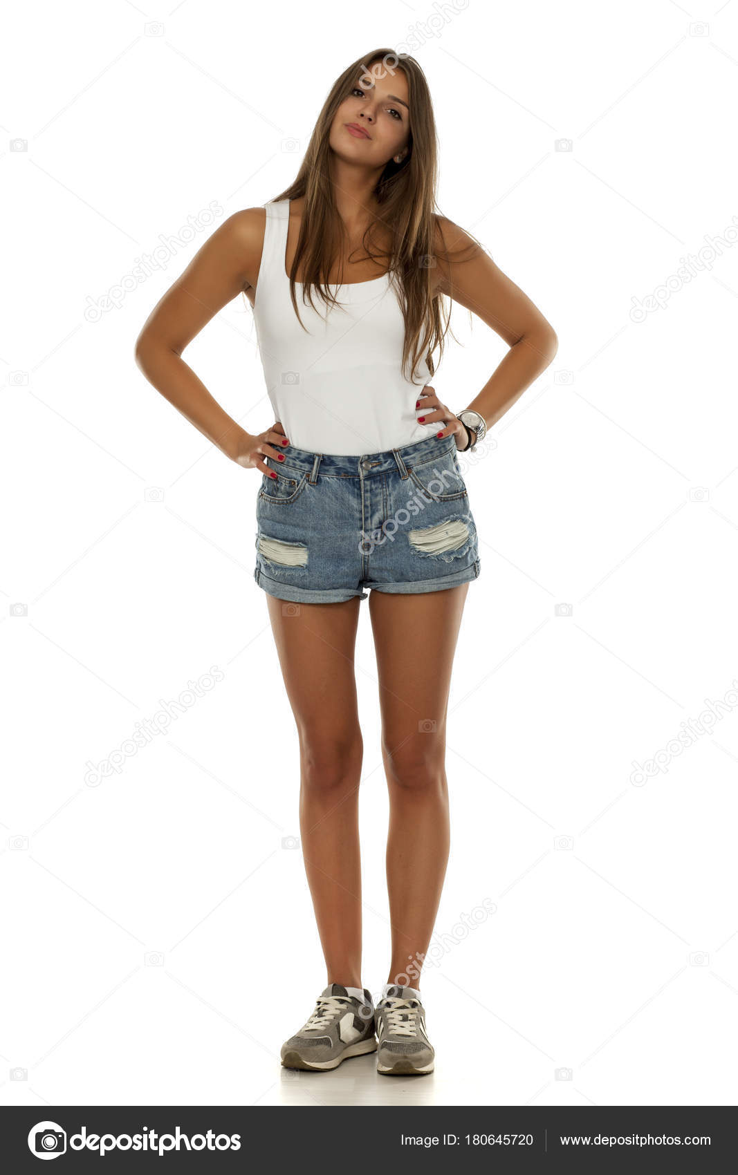 000e515022 Mujer Hermosa Joven Shorts Jeans Camisa Sin Mangas Zapatillas Deporte —  Fotos de Stock