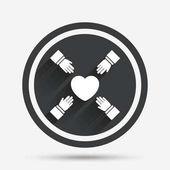 Ruce dosáhnou srdce ikony