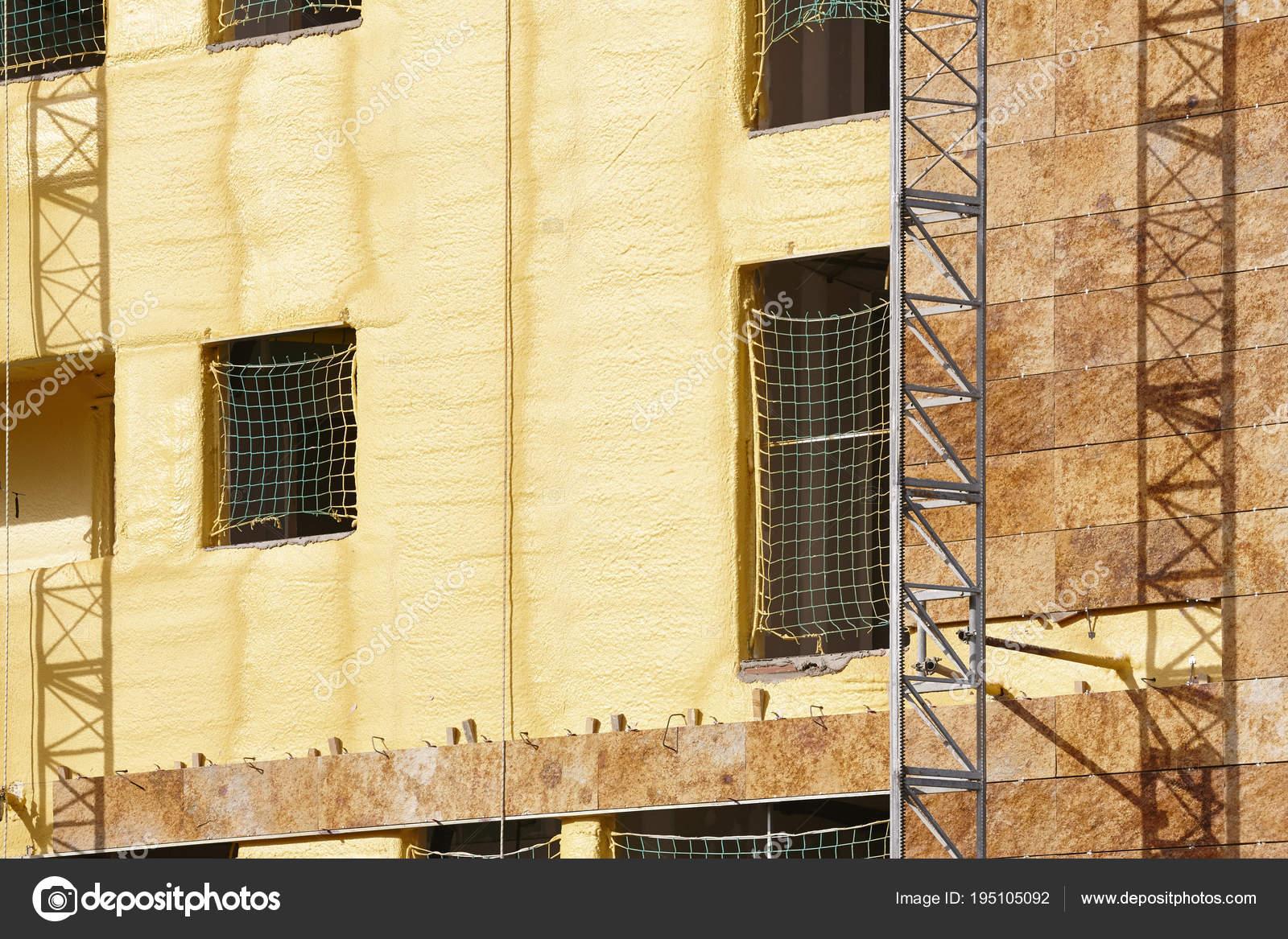 Facciata dell edificio in costruzione piastrelle e materiale