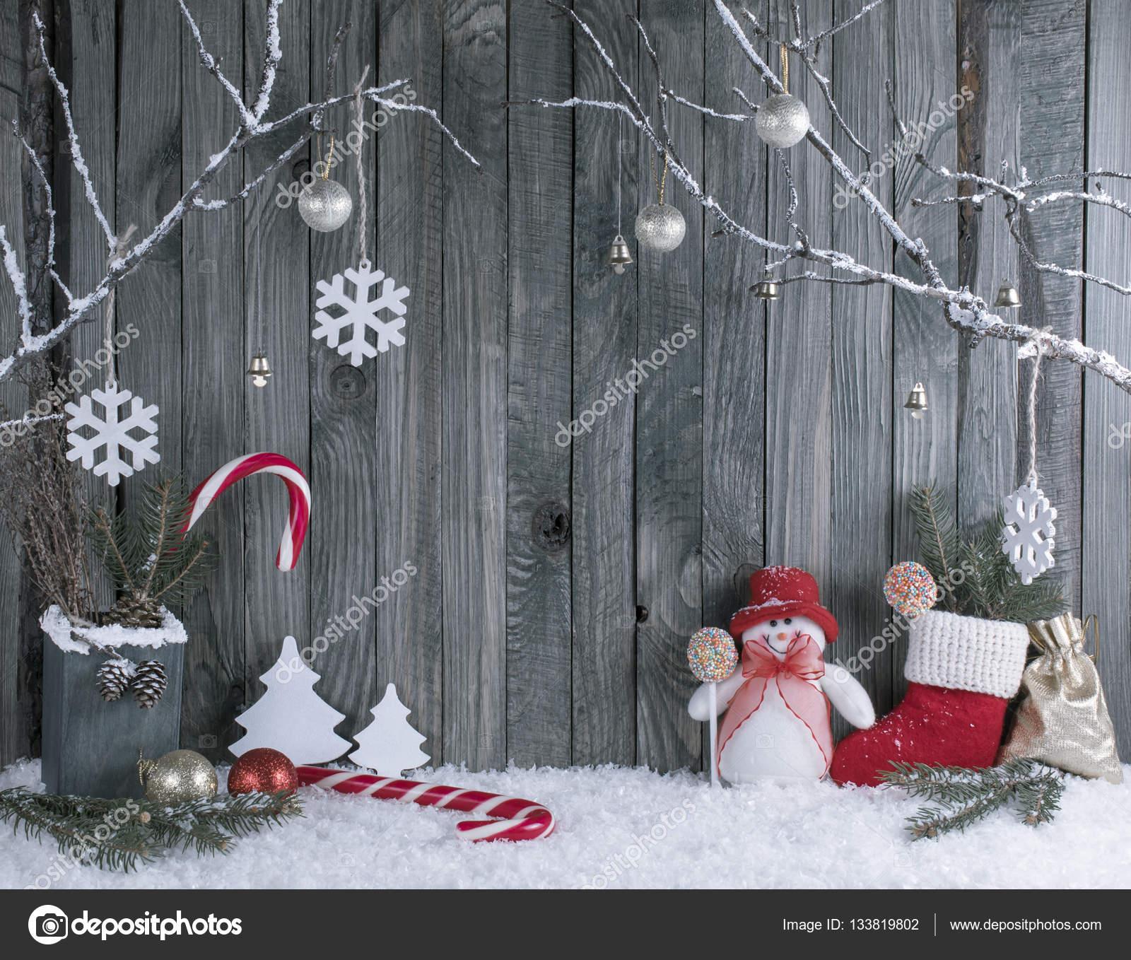 https://st3.depositphotos.com/1918437/13381/i/1600/depositphotos_133819802-stockafbeelding-kerst-interieur-met-decoratieve-takken.jpg