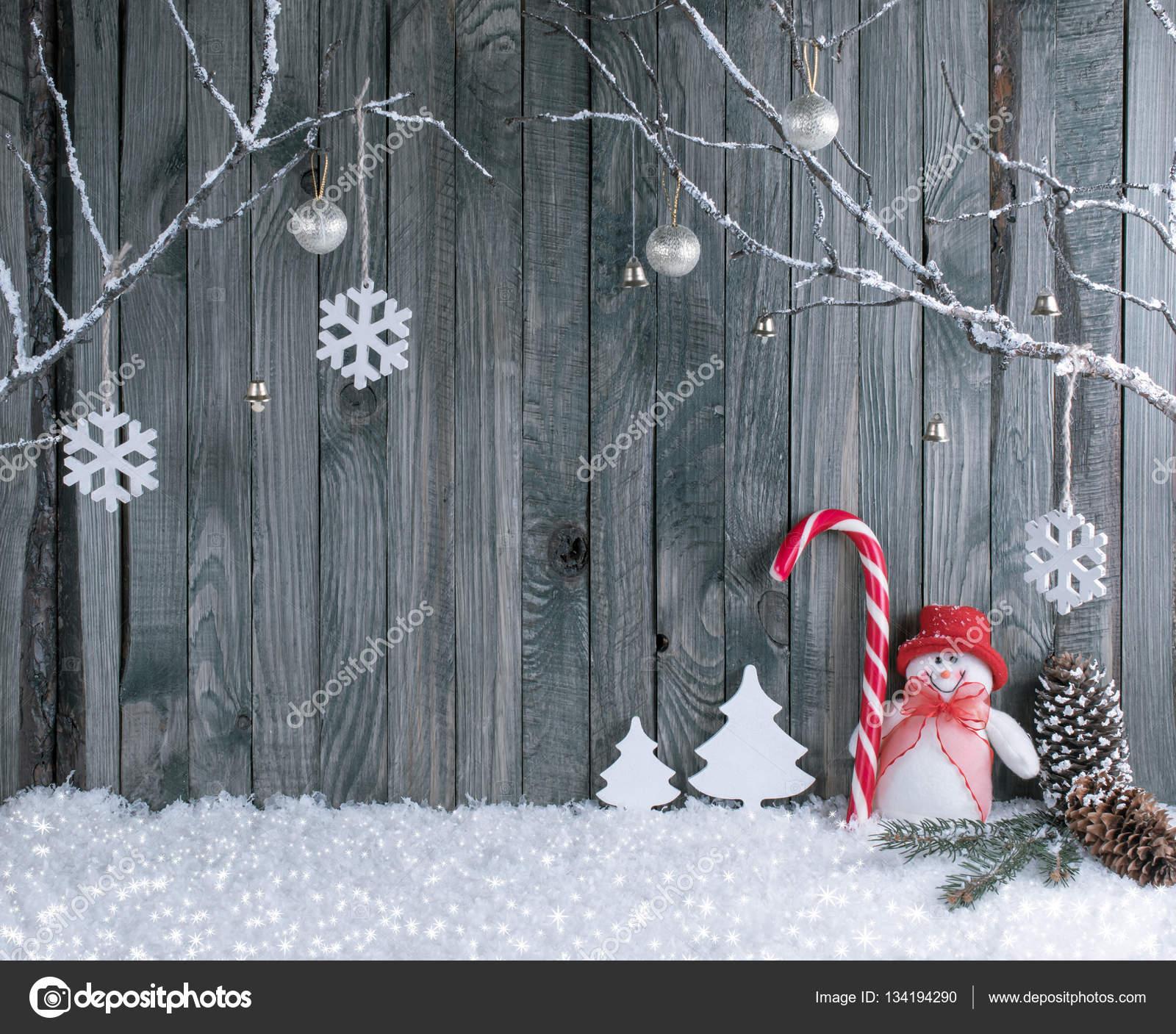 https://st3.depositphotos.com/1918437/13419/i/1600/depositphotos_134194290-stockafbeelding-kerst-interieur-met-decoratieve-takken.jpg