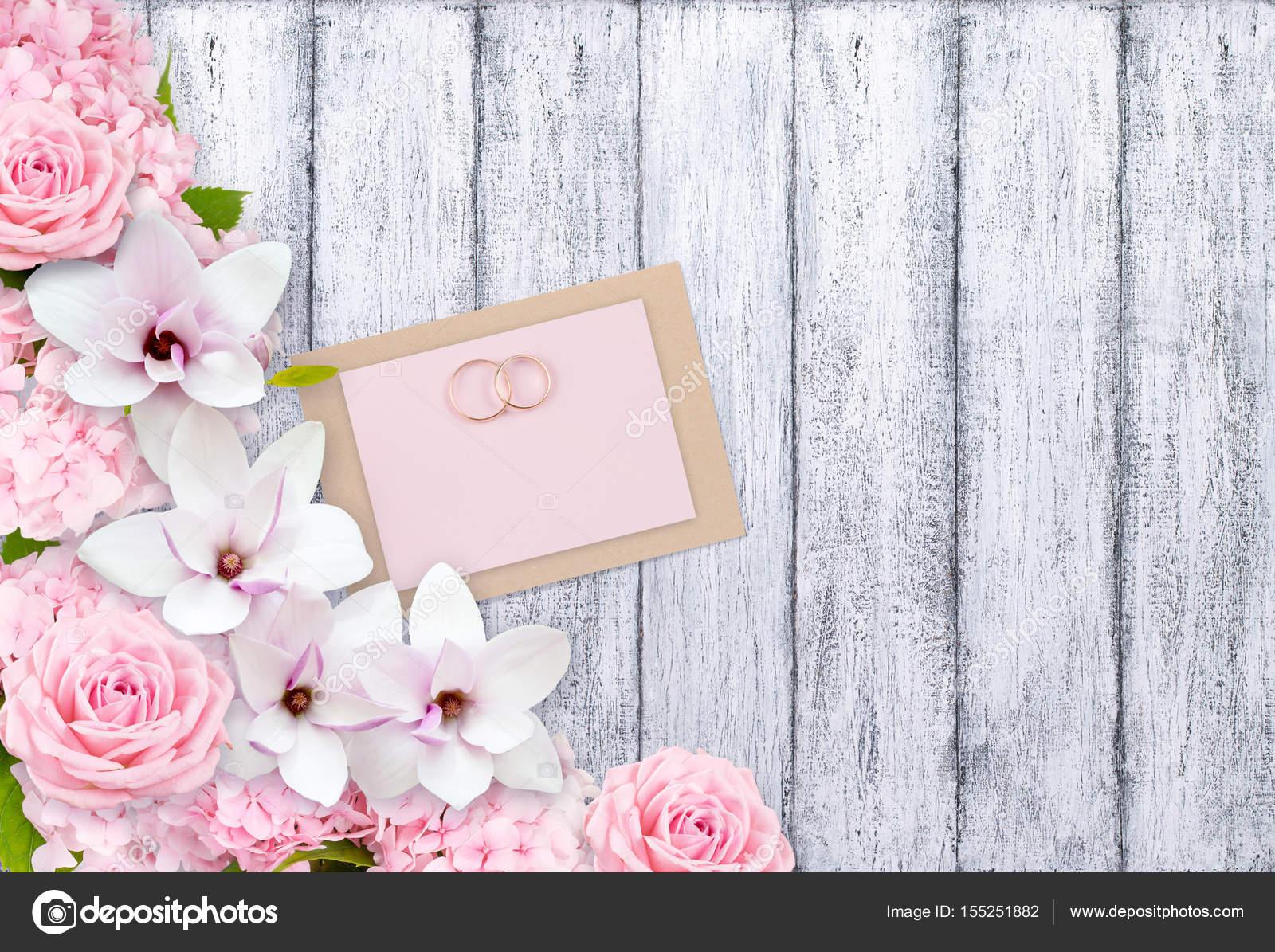 Auguri Per Matrimonio Immagini : Fiori e anelli nuziali con carta cartolina d auguri per il
