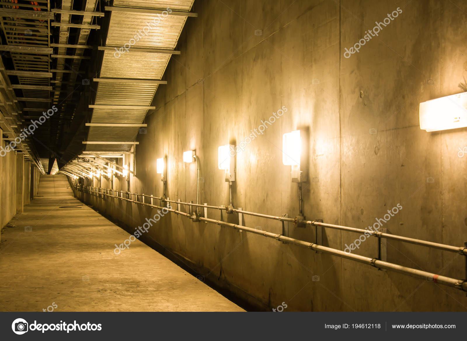 Empty industrial garage room interior with concrete — Stock Photo ...