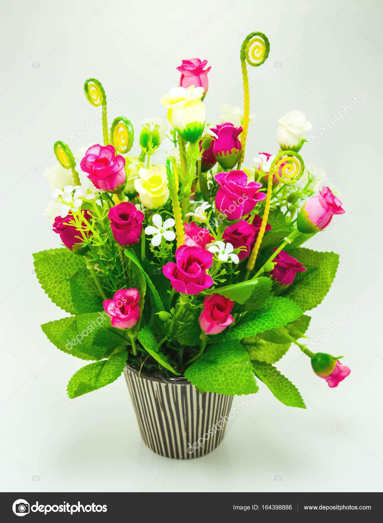 Kunstliche Blumen In Keramikvase Stockfoto C Sumintra 164398886