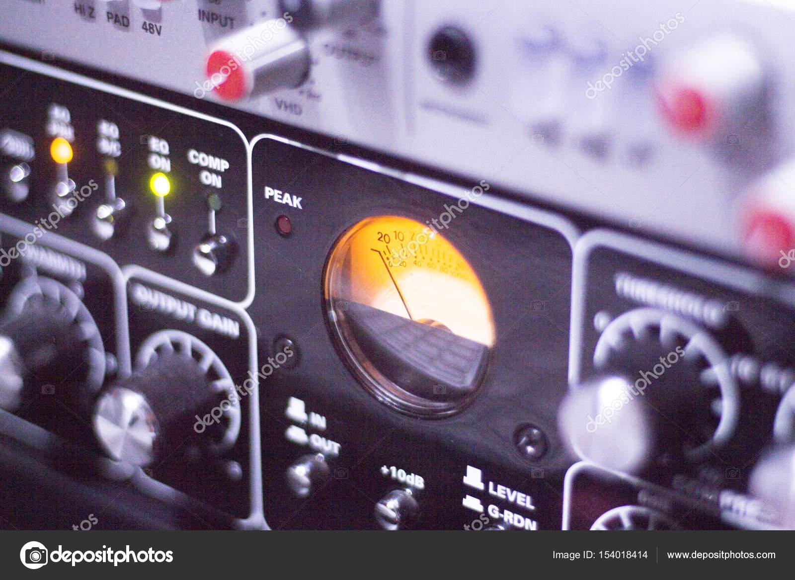 Table de mixage de studio denregistrement u2014 photographie