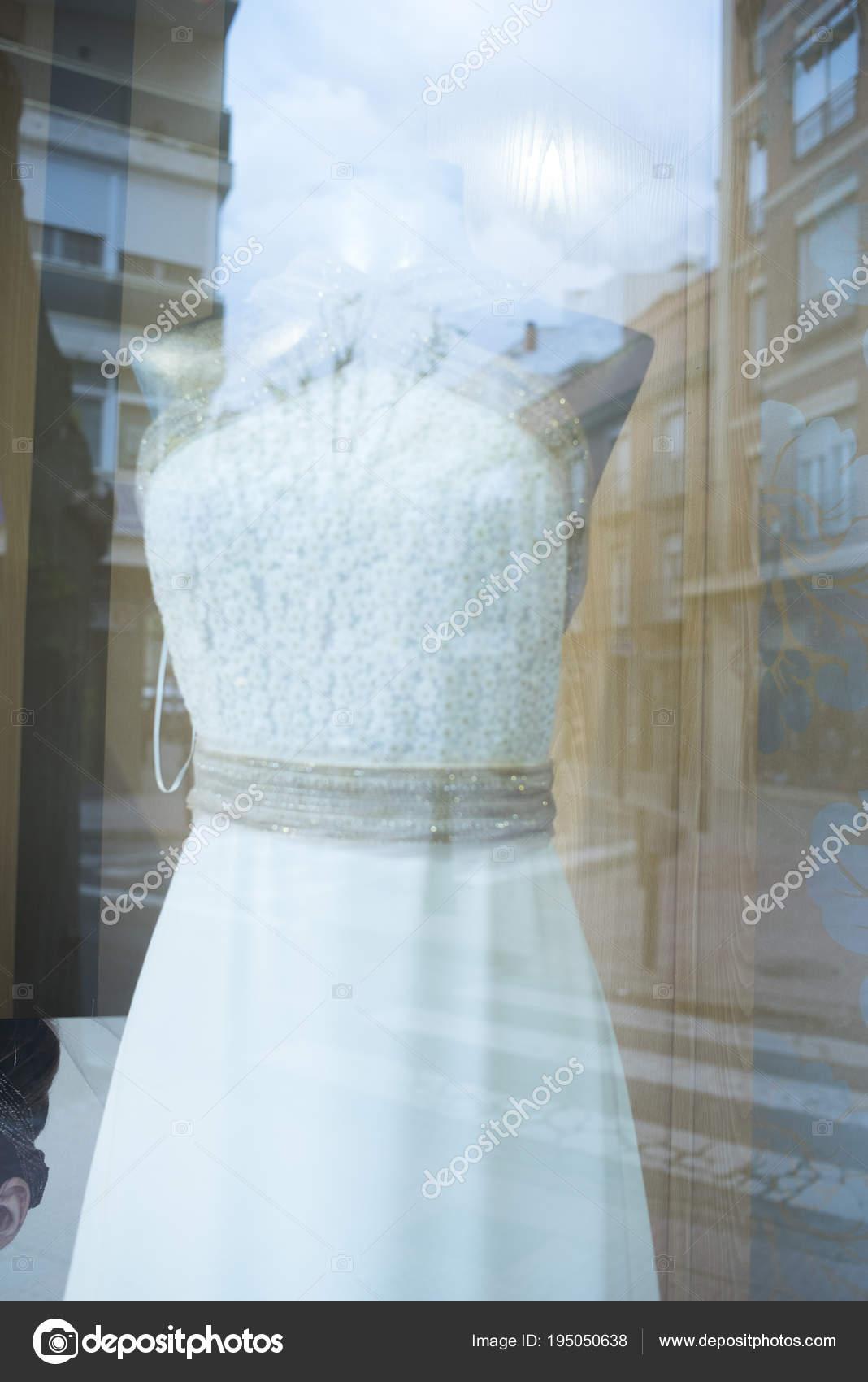 Hochzeit Party Kleid shop — Stockfoto © edwardolive #195050638