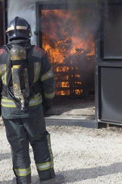 İtfaiyeci yangın Eğitim istasyonu tatbikatı