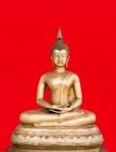 Socha Buddhy v červeném pozadí