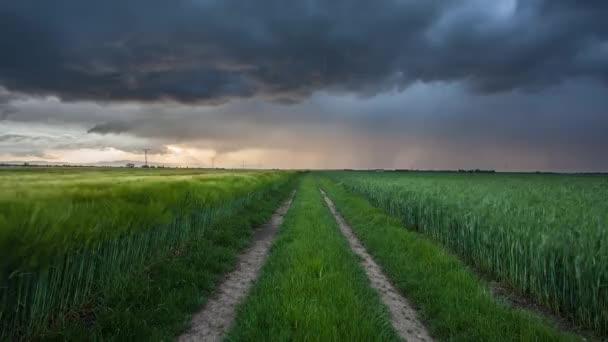 Bouře a světlo na luční krajina, časová prodleva
