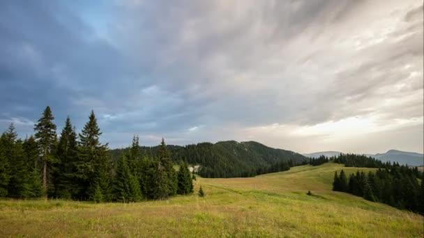 Horské panorama na dramatický západ slunce na Slovensko, Velká Fatra, Smrekovica, časová prodleva