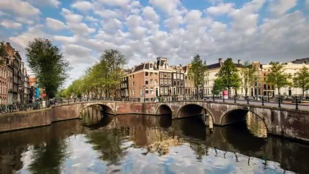 Mosty přes kanály v Amsterdamu, Nizozemsku, časová prodleva