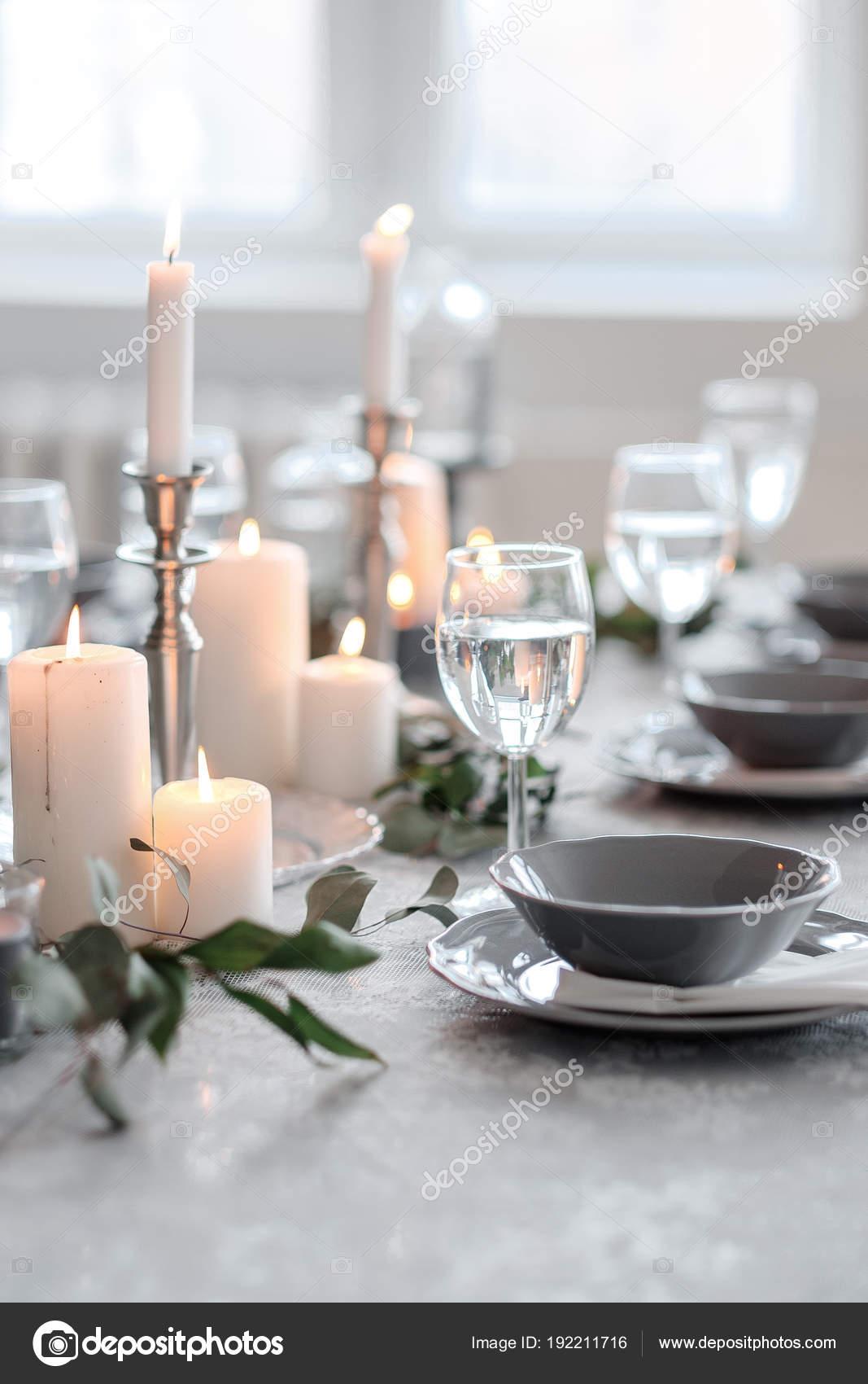 Hochzeit Oder Festliche Tischdekoration Teller Besteck Weinglaser