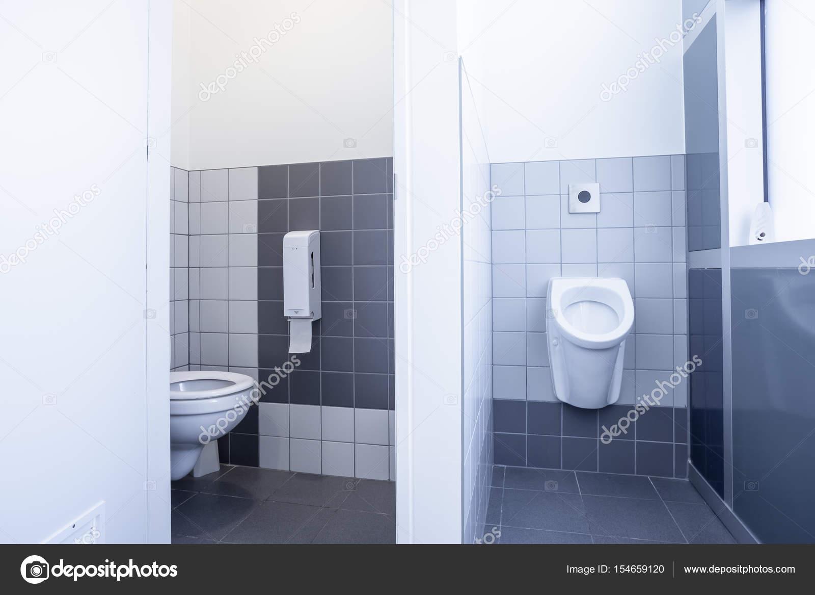 Urinoir en toilet u stockfoto denboma