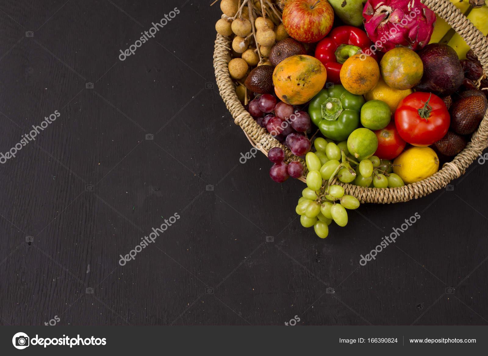 Фрукты на корзину — Стоковое фото © ismedhasibuan #166390824