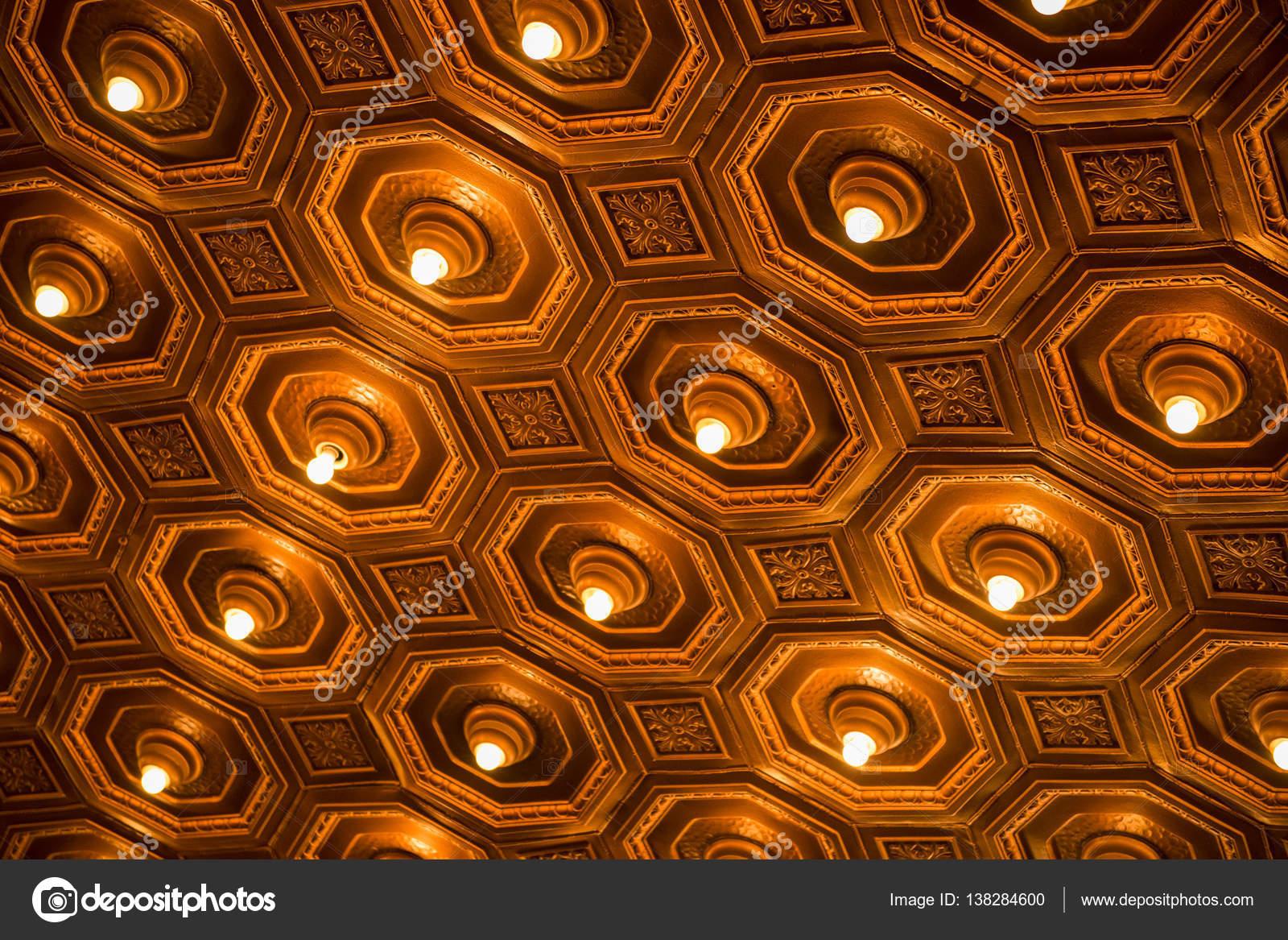 Antike Beleuchtung   Antike Decke Mit Beleuchtung Stockfoto C Artistrobd 138284600