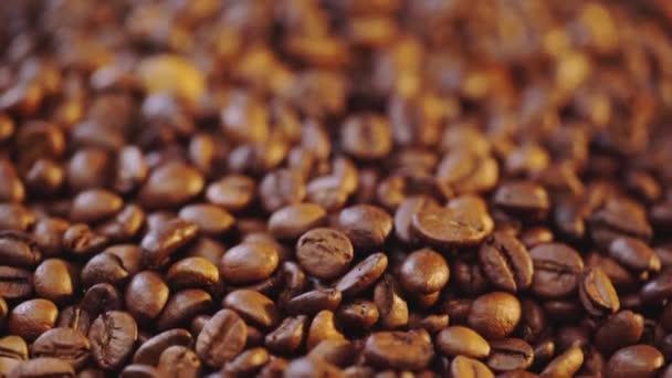 Rack Fokus von gerösteten Kaffeebohnen