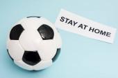 futball labda közel papír tartózkodás otthon felirat kék