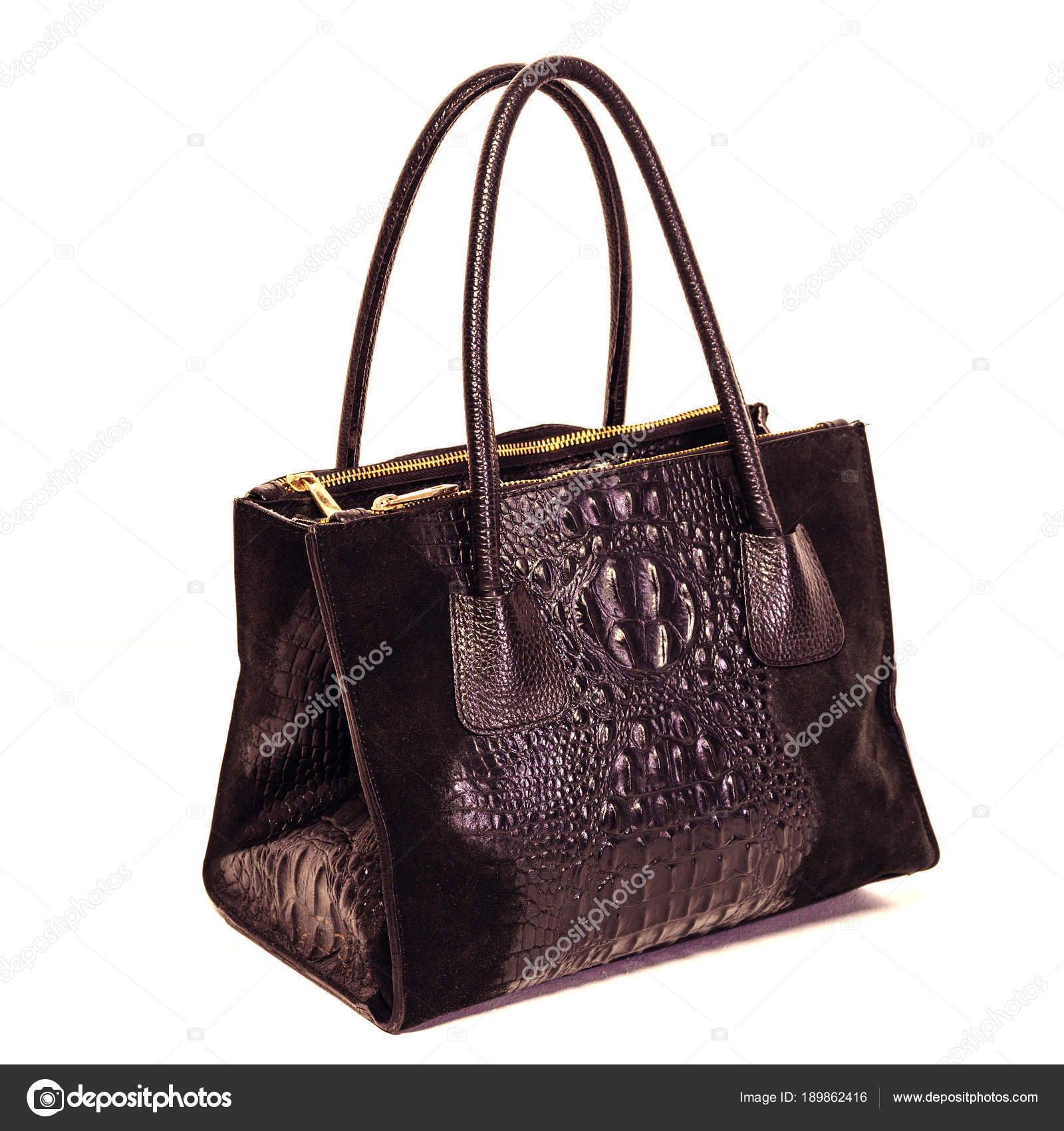 1ebeb23458 Γυναικεία μαύρη δερμάτινη τσάντα απομονώνονται σε λευκό φόντο — Εικόνα από  ...