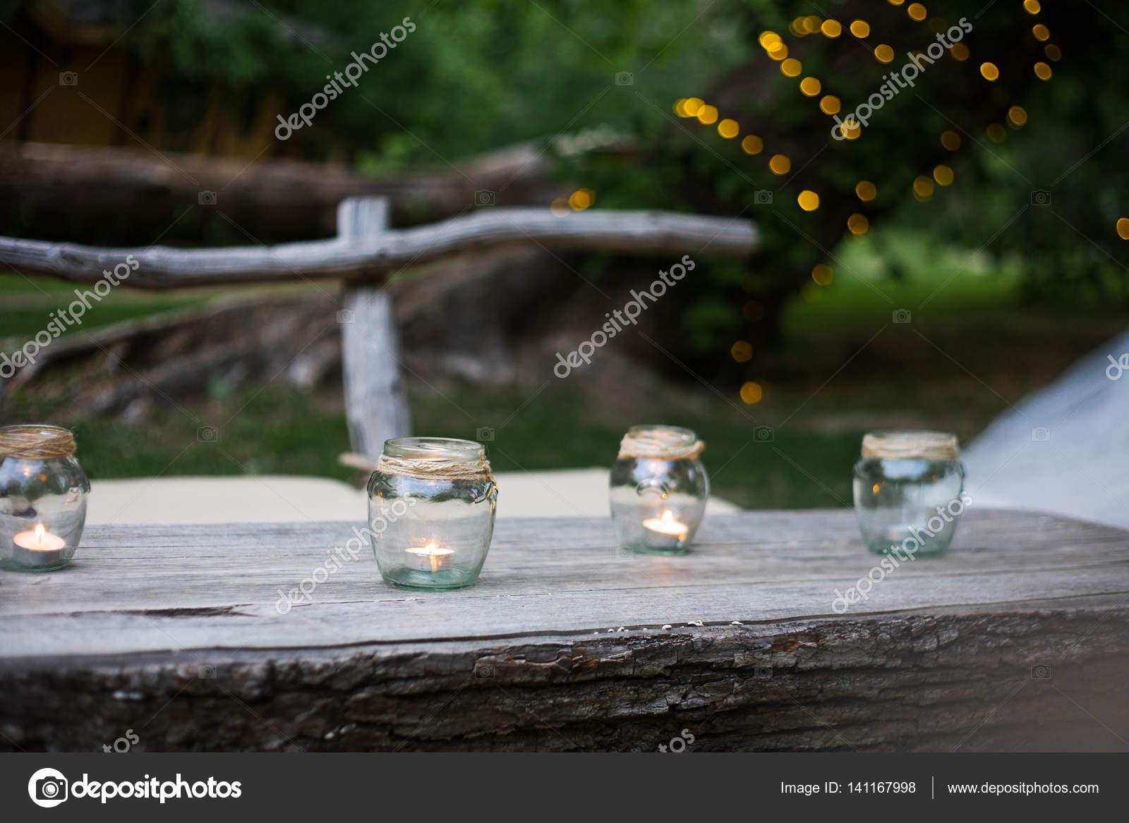 Hochzeit Dekoration Kerzen Im Glas Flaschen Stockfoto