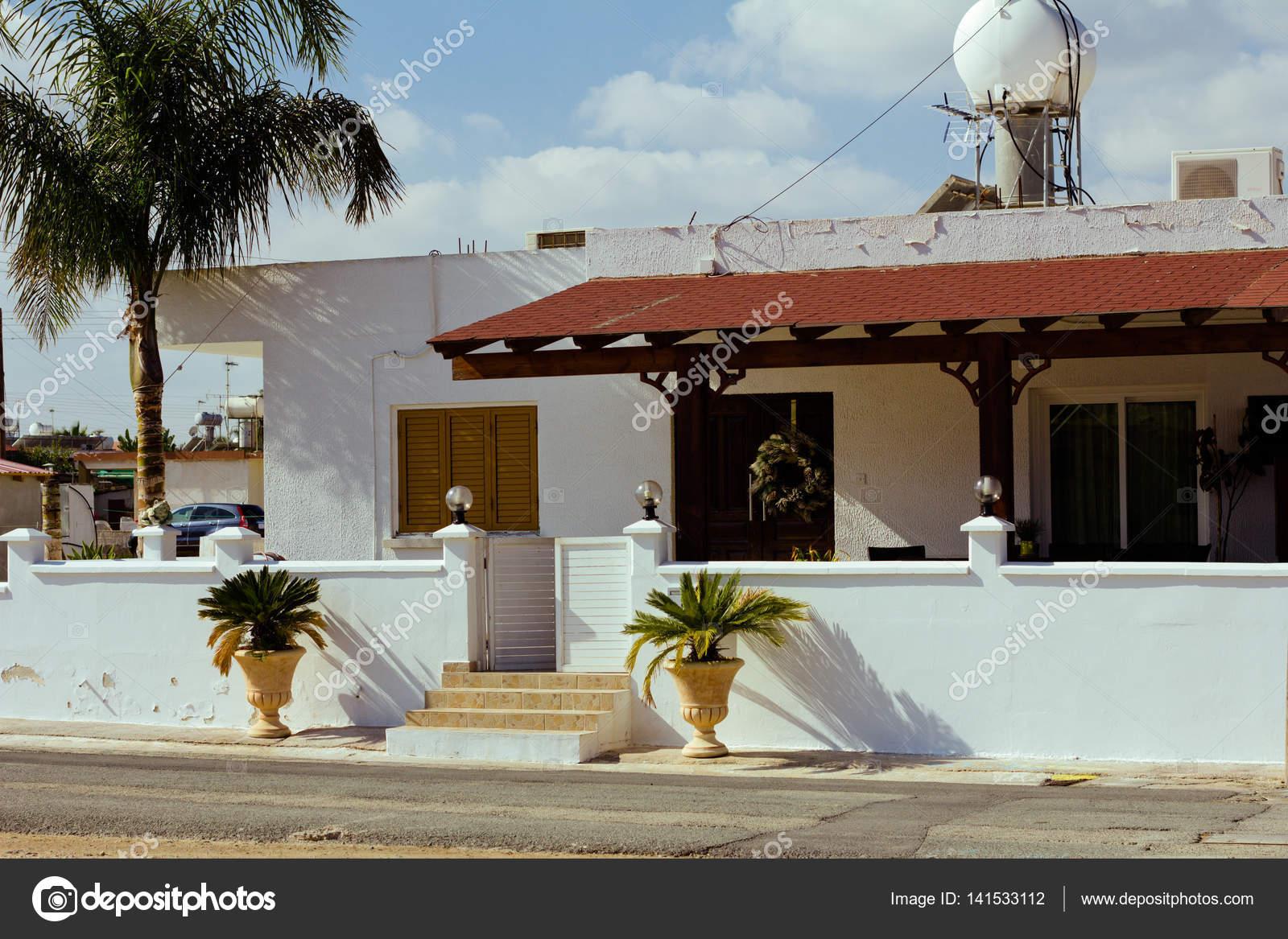 Ansprechend Mediterranes Haus Beste Wahl Alten Typisch Mit Fensterläden Aus Holz —