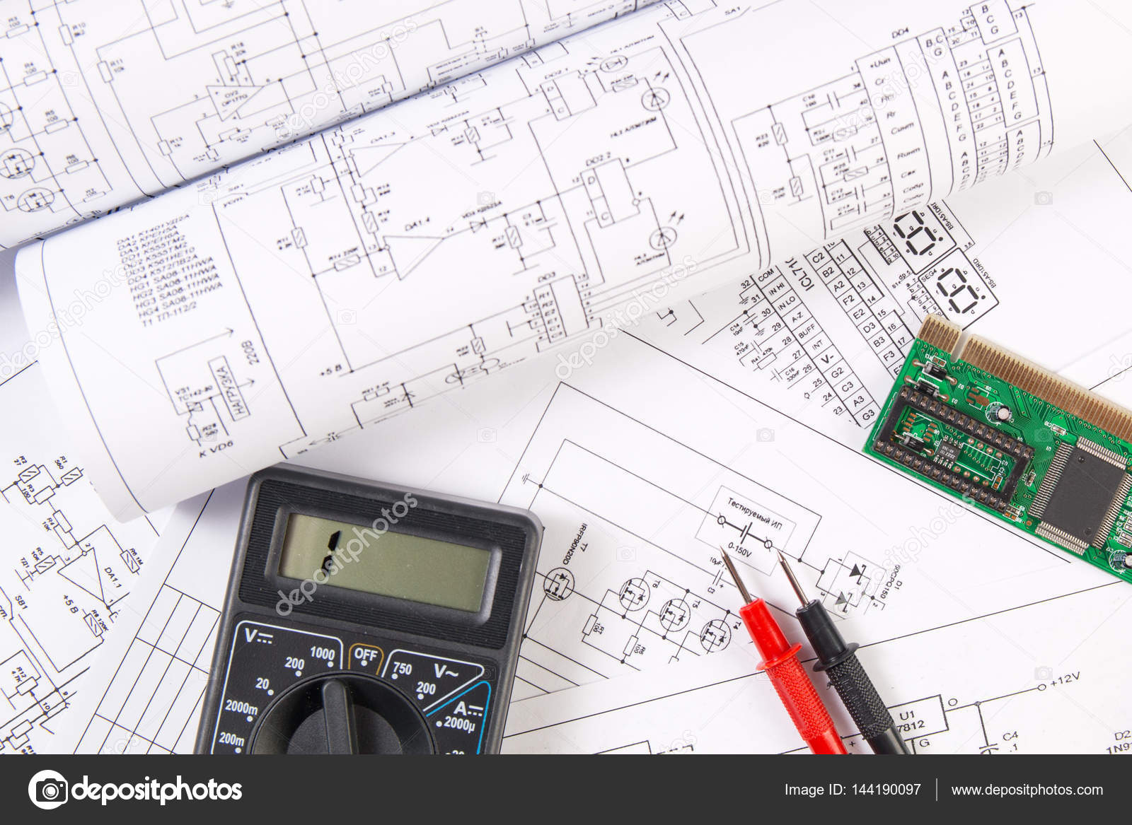 Elektrotechnik-Zeichnungen, Elektronikplatine und digitale mu ...