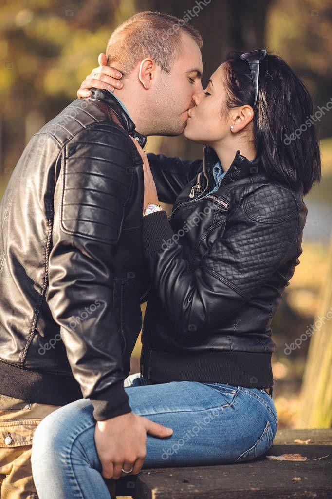 Dating-App-Paare wollen häufiger zusammenleben und Kinder bekommen   blogger.com